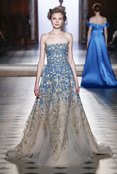 See all the Collection photos from Tony Ward Spring/Summer 2017 Couture now on British Vogue Elegant Dresses, Pretty Dresses, Formal Dresses, Sexy Dresses, Wrap Dresses, Casual Dresses, Bridesmaid Dresses, Beautiful Gowns, Beautiful Outfits