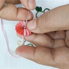 hand embroidery stitches tutorial step by step Hand Embroidery Flower Designs, Hand Embroidery Patterns Free, Hand Embroidery Videos, Embroidery Stitches Tutorial, Embroidery Flowers Pattern, Creative Embroidery, Learn Embroidery, Crewel Embroidery, Beaded Embroidery