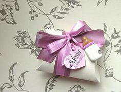 Queste tenere bomboniere per nascita sono interamente realizzate a mano, dalla confezione alle decorazioni. Ogni soggetto può essere realizz...