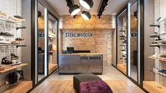 Tienda de Steve Madden en la ciudad de bogotá - KdF Arquitectura - Retail - Enchape en madera de pino - lámpara descolgada Steve Madden, Divider, Retail, Interior, Room, Furniture, Store, Home Decor, Commercial Architecture