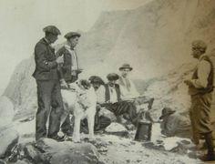 Campamento de pastores con perro mastín en Los Pirineos. (Agosto de 1902)
