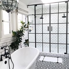 Black & white done right. Loving this bathroom designed by the talented duo  @lifestyle_la.