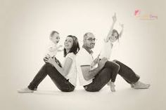 """Résultat de recherche d'images pour """"photo famille en studio"""""""