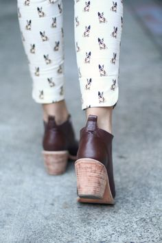Love the shoes and pants combo!