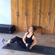 """Sandbell circuit! 10 torso twists (keep shoulders square, twist hips) 10 slam balls, 10 wall balls, and 10 Russian twist throws, continuous for 8 mins! #hyperwear #sandbell"" #@bodybyjill"