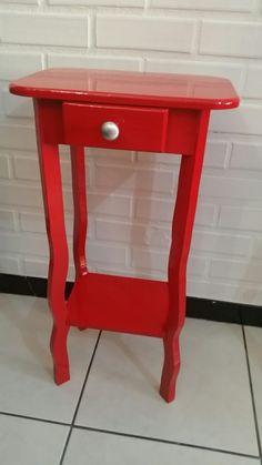 Mesa estilo provençal para telefone ou decoração toda em madeira maciça e pintura rm esmalte brilhante. Encomende a sua em www.facebook.com / banquinho.e.cia