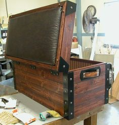 Trunk for foot of bed Furniture Projects, Furniture Plans, Pallet Furniture, Wood Projects, Dungeon Room, Wooden Chest, Wooden Trunks, Campaign Furniture, Garage Interior