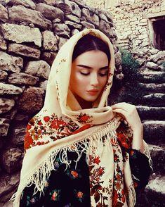Stylish Hijab, Modest Fashion Hijab, Modern Hijab Fashion, Muslim Fashion, Arab Fashion, Hijabi Girl, Girl Hijab, Girl Photo Poses, Girl Photography Poses