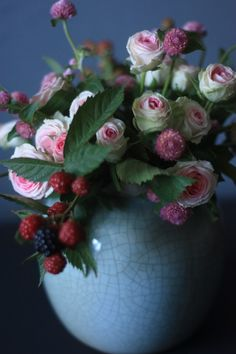 bouquet of mini roses, globe amaranth and black berries | Madame Love