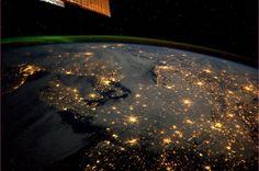 宇宙から見た北米  街の灯とオーロラがキレイ!