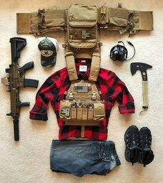 Trade the tennis shoes for combat boots and call that good - Arquitectura Diseno Tactical Life, Tactical Vest, Tactical Survival, Survival Gear, Survival Items, Combat Gear, Combat Boots, Armas Airsoft, Battle Belt
