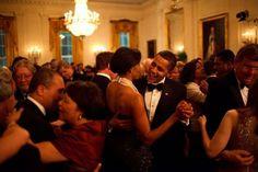 11. Le futur couple présidentiel s'accorde un moment de repos dans le bus de campagne En 2008, Barack et Michelle ont traversé le pays dans le but de le conquérir. Une campagne qui a fini par payer, mais qui n'était pas de tout repos. 12. En visite à Panama City Beach, en Floride, les mains …