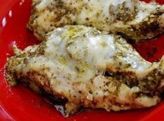 Mozzarella and Pesto Chicken in a Crock Pot - super easy and delicious dinner to make during the week! Mozzarella and Pesto Chicken in a Crock Pot - super easy and delicious dinner to make during the week! Crockpot Dishes, Crock Pot Slow Cooker, Crock Pot Cooking, Slow Cooker Recipes, Cooking Recipes, Crockpot Meals, Cooking Steak, Crock Pots, I Love Food