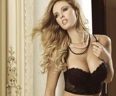 Rocio Guirao Diaz Shows Sexy Hip on Her New Photoshoot-Global Intimate Wear
