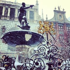 Neptune Fountain - Winter in Gdańsk. #igersgdansk #gdansk #winter #zima (w: Fontanna Neptuna)