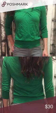 Banana Republic V-neck green sweater; XS Banana Republic V-neck green sweater; XS; light weight; Spring/Autumn Banana Republic Sweaters V-Necks