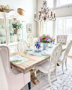 .#mothersday #mothersdaygift #giftideas#tablesetting #tabledecor #homedecor #tablestyling Spring Home, Autumn Home, French Cottage Decor, Balsam Hill, Summer Kitchen, French Farmhouse, Home Remodeling, Family Room, Dining Table