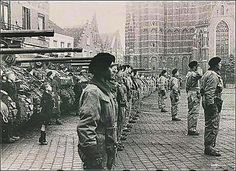 De 1ste Poolse pantserbrigade op de Markt in Oosterhout, datum mogelijk. De tanks zijn Shermans.