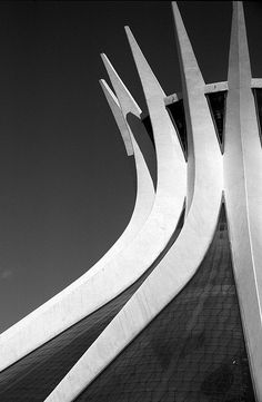 Cathedral of Brasilia - Brazil : Oscar Niemeyer Gothic Architecture, Beautiful Architecture, Architecture Details, Interior Architecture, Contemporary Architecture, Oscar Niemeyer, Le Corbusier, Luigi Snozzi, Architecture Organique