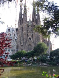 By the time Gaudi died, in 1926, the Nativity Facade of the Basílica de la Sagrada Família had already been completed.