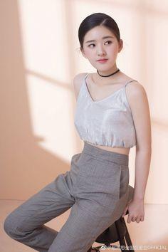 Korean Beauty Girls, Korean Girl, Asian Beauty, Asian Cute, Beautiful Asian Girls, E Motion, Girl Artist, Uzzlang Girl, China Girl