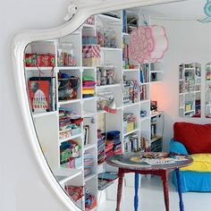 Shelves built into the wall are always a good idea. Even better with this flair! Workspace Inspiration, Interior Inspiration, Peter Pan, Zen Place, Children's Place, Interior And Exterior, Interior Design, Piece A Vivre, Decoration