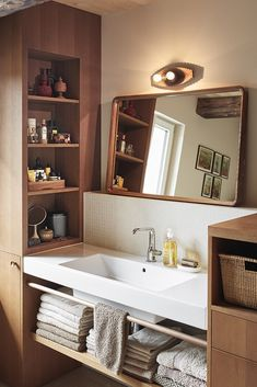 Tiny Bathrooms, Small Bathroom, Asian Bathroom, Toilet Design, Japanese Interior, Aesthetic Room Decor, Room Planning, Small Room Bedroom, House Design