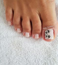 Semi-permanent varnish, false nails, patches: which manicure to choose? - My Nails Toe Nail Color, Toe Nail Art, Nail Colors, Pretty Toe Nails, Cute Nails, Hair And Nails, My Nails, Nail Salon Equipment, Classic Nails