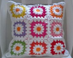Inspiration Croche and Cia: Cushion Cover Spring Crochet Cross, Crochet Home, Crochet Gifts, Crochet Motif, Crochet Stitches, Crochet Patterns, Crochet Pillow Cases, Crochet Cushion Cover, Crochet Cushions