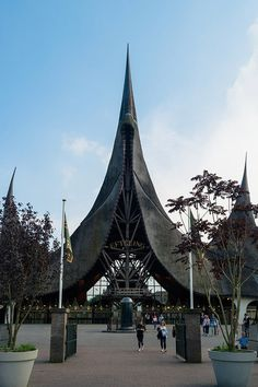 Considering visiting the Efteling theme park in the Netherlands? All you need to know about visiting the best amusement park in the Netherlands. Theme Park Essentials, Banff National Park, National Parks, Game Background Art, Theme Park Map, Theme Park Outfits, Holland Europe, Parc A Theme, Best Amusement Parks