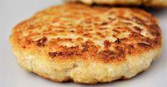 Descubre qué ingrediente le añade el autor de COCINA FAMILIAR CON JAVIER ROMERO a estas hamburguesas para darle un toque de más sabor al pollo.