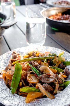 Lchf, Keto, Kung Pao Chicken, Wok, Japchae, Mozzarella, Chicken Recipes, Food And Drink, Asian