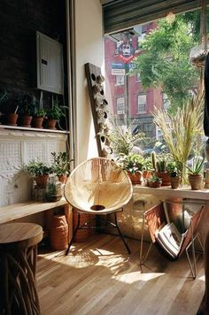 acapulco chair natural acapulco chair in hardwood floor room Home Interior, Interior And Exterior, Bohemian Interior, Interior Inspiration, Room Inspiration, Deco House, Acapulco Chair, Home And Deco, Beautiful Space