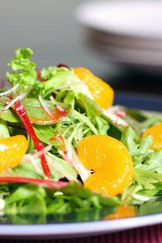 Such a crisp & delicious summer salad - Bibb Lettuce & Orange Salad! Best Healthy Recipe Books, My Best Recipe, Healthy Recipes, Healthy Meals, Healthy Food, Mandarin Orange Salad, Mandarin Oranges, Oriental Salad, Lettuce Salad Recipes