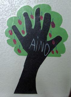 naulakkomerkki + syksyn kuvistöitä Fall Crafts, Diy And Crafts, Crafts For Kids, Arts And Crafts, Autumn Art, Autumn Trees, Autumn Leaves, School Projects, Projects For Kids
