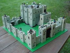 castle More (lego castle) Lego Castle Instructions, Chateau Lego, Lego Burg, Lego Universe, Lego Knights, Lego Army, Amazing Lego Creations, Lego Mecha, Lego Room