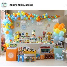 Linda festa via @inspirandosuafesta. Adorei! Por @srdossonhos. .  #ideiasdebolosefestas  #decoraçãodefesta  #decoração   #festasinfantis  #festa  #festadeaniversario  #festademenina  #festadecrianca  #festainfantil  #aniversarioinfantil  #aniversariodemenina  #maedemenina  #maedemenino  #paramamaes  #partyideas  #kidsparty  #fiestasinfantiles  #fiestainfantil  #cumpleaños  #birthday  #birthdayparty  #festabalao  #festabrinquedos  #festaviagem Baby Birthday Decorations, First Birthday Party Themes, Birthday Backdrop, Kids Party Themes, Circus Birthday, Boy Birthday Parties, Birthday Balloons, Construction Party Decorations, Transportation Birthday