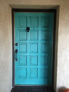 Using inspiration found on pinterest, Ronny and I made over our front door.  Valspar's 'day at the jewlers' in satin, lots of sanding and distressing, and finished with a dark walnut stain.  We love it ~