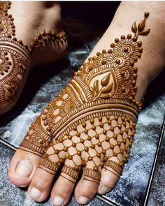 What is a Henna Tattoo? Henna tattoos are becoming very popular, but what precisely are they? Henna Hand Designs, Leg Mehndi Design Images, Mehndi Designs Finger, Mehndi Designs Feet, Mehndi Designs For Girls, Mehndi Designs 2018, Stylish Mehndi Designs, Mehndi Designs For Fingers, Wedding Mehndi Designs