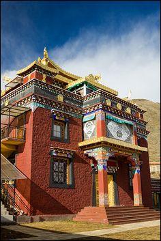 Lhagang Gompa  Tibet TIBET NO IS CHINA. Aimer le bouddhisme du pays du Tibet c'est aussi aimer son peuple tibétain, le respecter et l'aider.