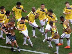 Nuestra selección celebrando el golazo de JAMES RODRÍGUEZ con un súper baile! Te amo mi selección!!!
