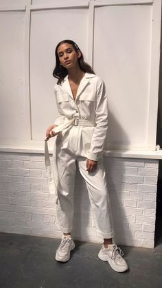 Street style fashion 836684437005021035 - Fuchsia Shaw summer outfit idea in my white cotton boilersuit design. Made in London we ship worldwide! Suit Fashion, Look Fashion, Fashion Outfits, Womens Fashion, Fashion Trends, Fashion Bloggers, White Outfits, Summer Outfits, Casual Outfits