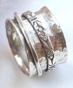Estos anillos son tan divertidos! Son un nuevo diseño para mi y son divertidos de hacer y divertida de usar. Estos anillos son amplias así
