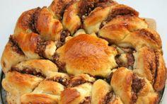 """Retete Culinare - Cozonac """"floare"""" cu crema de ciocolata si nuca Romanian Food, Romanian Recipes, My Favorite Food, Favorite Recipes, Apple Pie, Deserts, Muffin, Breakfast, Cake"""
