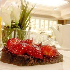 Desayunamos en el Buffet del Hotel @avpalace Qué no puede faltar en un Buffet de desayunos en un #Hotel?