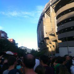 Atracción de la cola en el Bernabéu.