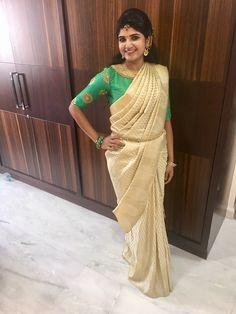 Latest Blouse Patterns, Aari Work Blouse, Tussar Silk Saree, Green Blouse, Indian Bridal, Indian Outfits, Blouse Designs, Sari, Nyc