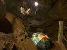 Ombrelles dans des grottes - Anne Poiré et Patrick Guallino