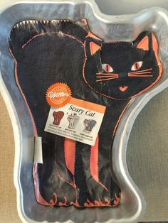 Wilton Cake Pan Scary Cat 1992 Halloween by PineStreetPickers