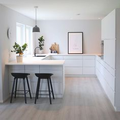 Scandinavian Kitchen Design Interior of the All White and Beautiful Tiny Kitchen - Home Ideaz Home Decor Kitchen, Interior Design Kitchen, Diy Kitchen, Home Kitchens, Kitchen Dining, Interior Plants, Scandinavian Kitchen, Scandinavian Design, Nordic Kitchen